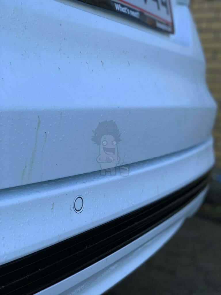 Fjern asfalt fra bil med tjærefjerner