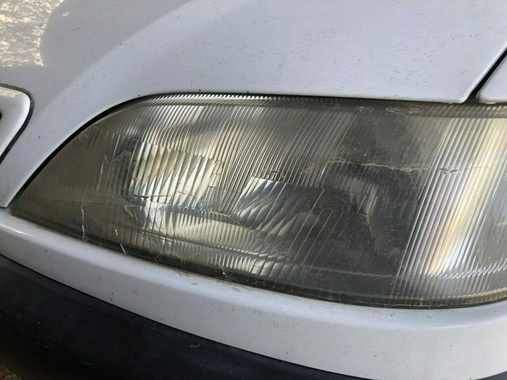 Lygteglas med defekt klarlak og UV beskyttelse