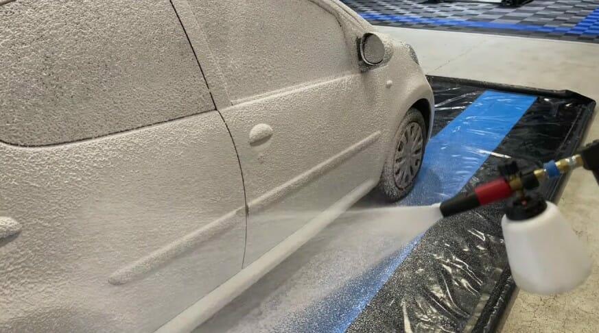 Auto Glanz Snow Storm Skumlanse i aktion