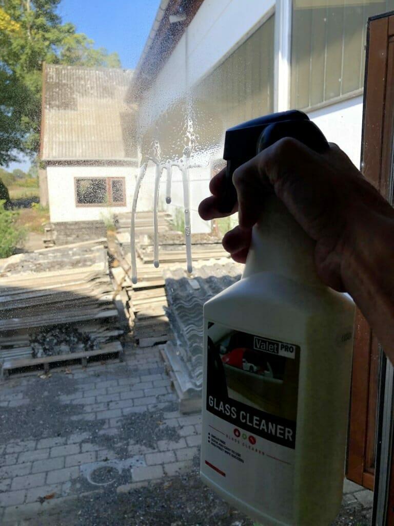 ValetPRO Glass Cleaner på rude